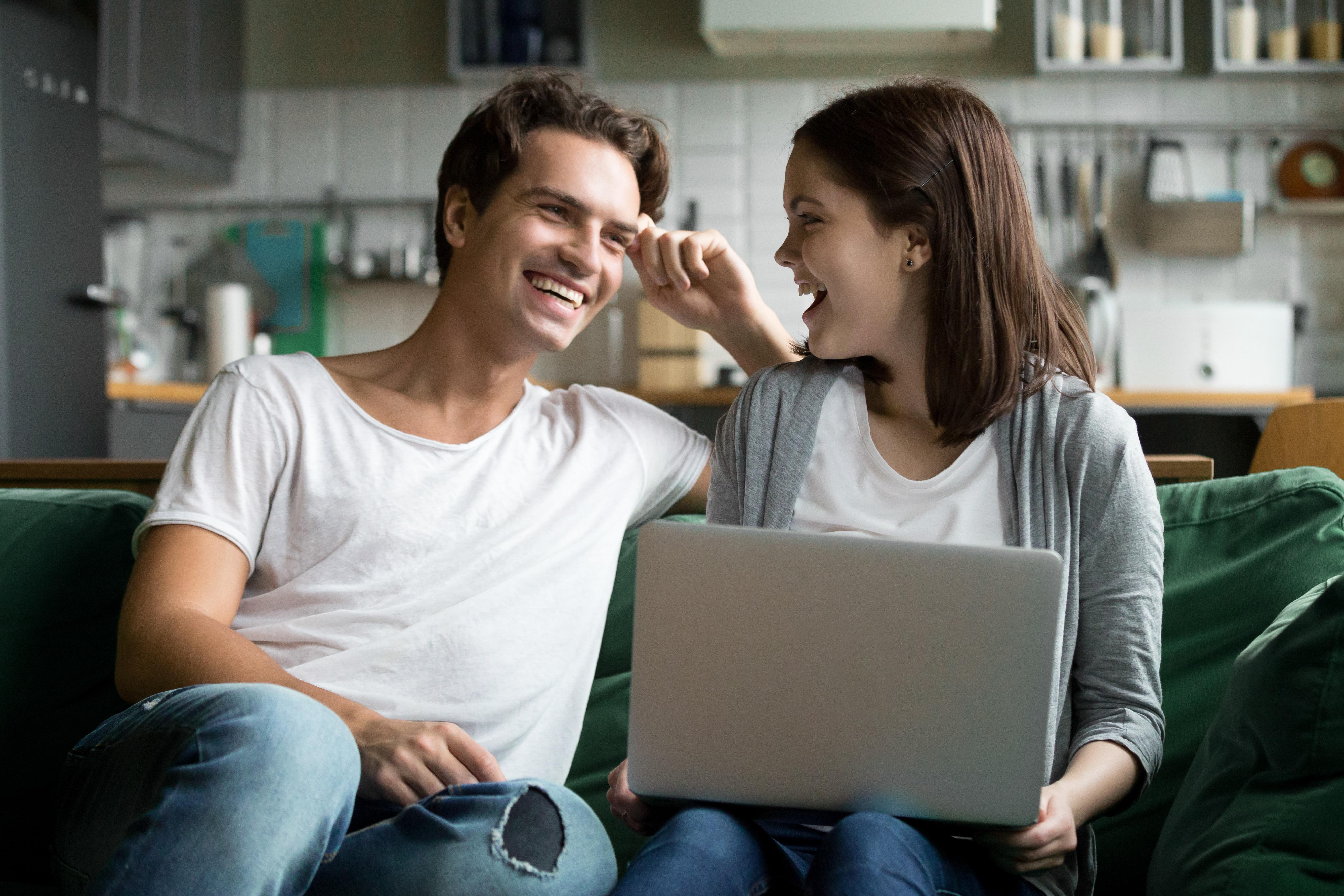 różnica między rozmową a widzeniem i randką